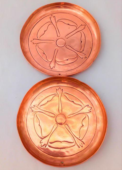 Pair Keswick School of Industrial Arts Dishes Arts and Crafts Copper Repousse circa 1900