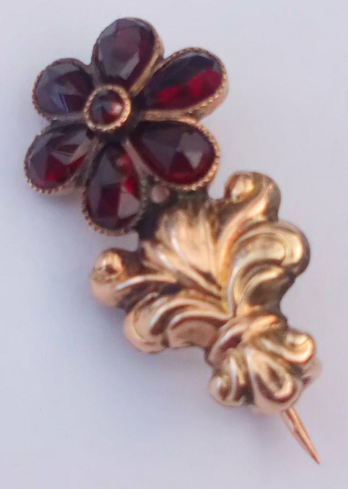 Antique Georgian 15ct Gold Closed Back Garnet Comet Brooch Tiny Size Rare circa 1830