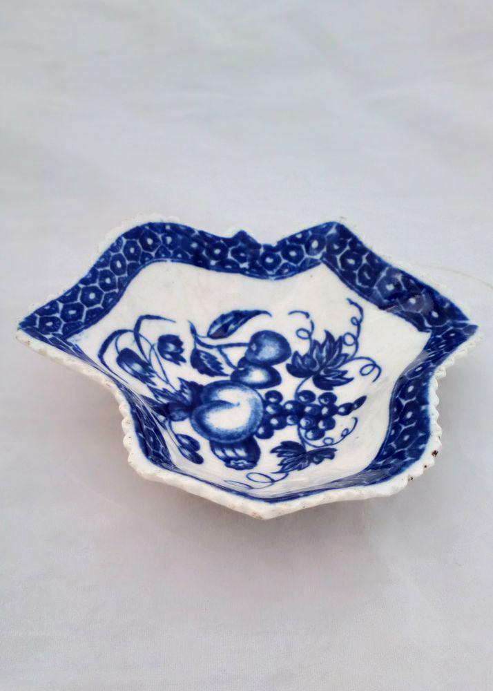 Worcester Porcelain Dr Wall Period Blue and White Pickle Leaf Fruit dish 1770