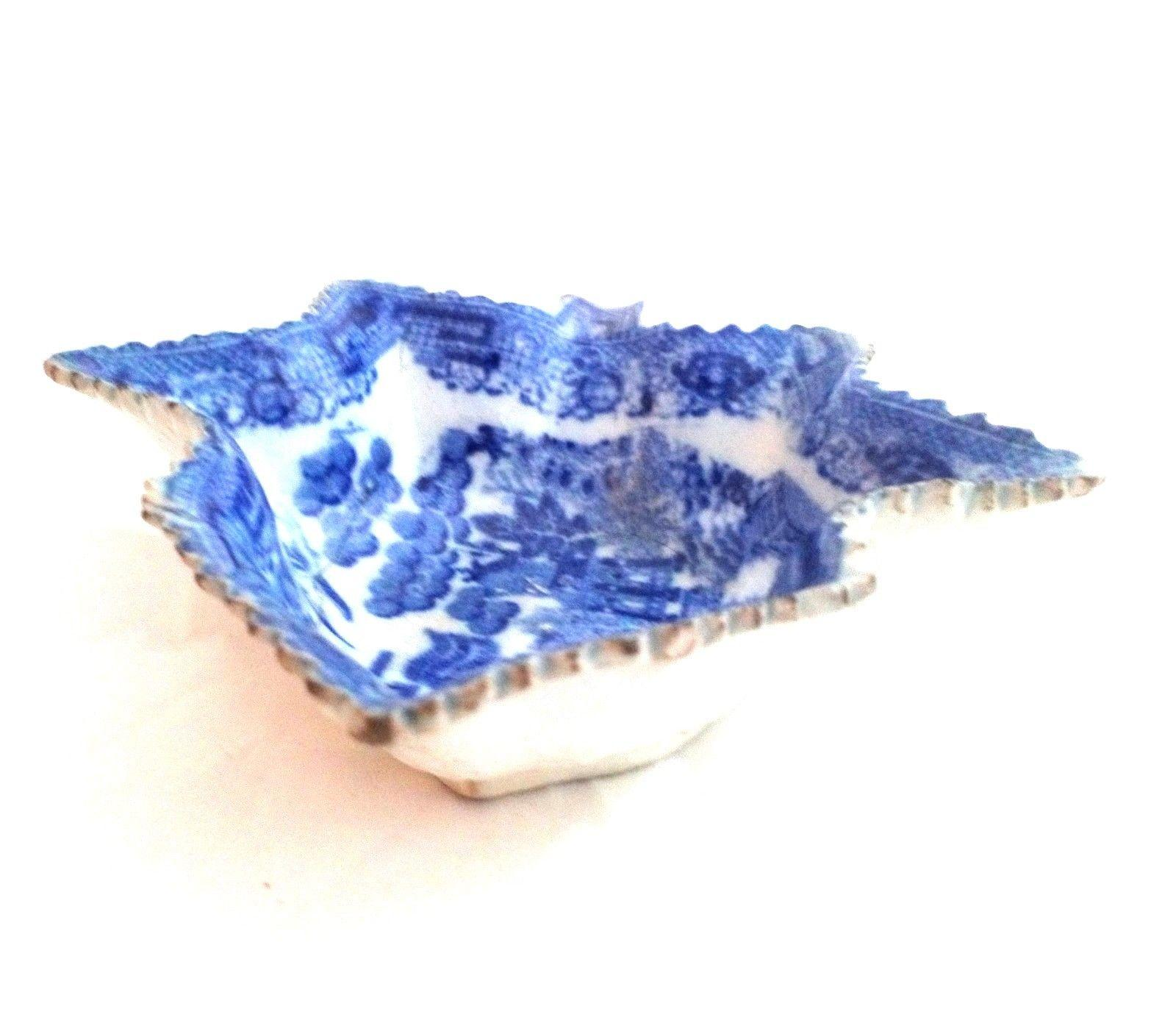 Antique Pearlware Pottery Leaf Shaped Pickle Dish Blue & White Willow c 1800