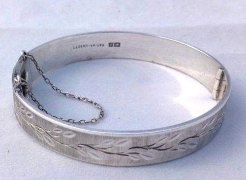 Vintage 1970s Silver Bangle Bracelet Bright Cut Engraving HM Birmingham 1974 28g