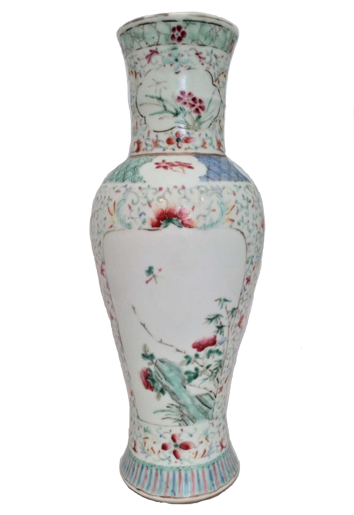Antique Qianlong Chinese porcelain inverted baluster shaped vase hand painted in the Famille Verte palette in the Kakiemon style with bats and the Chinese symbol for Longevity. Made in the Qing dynasty 清代 in the 18th Century circa 1750.