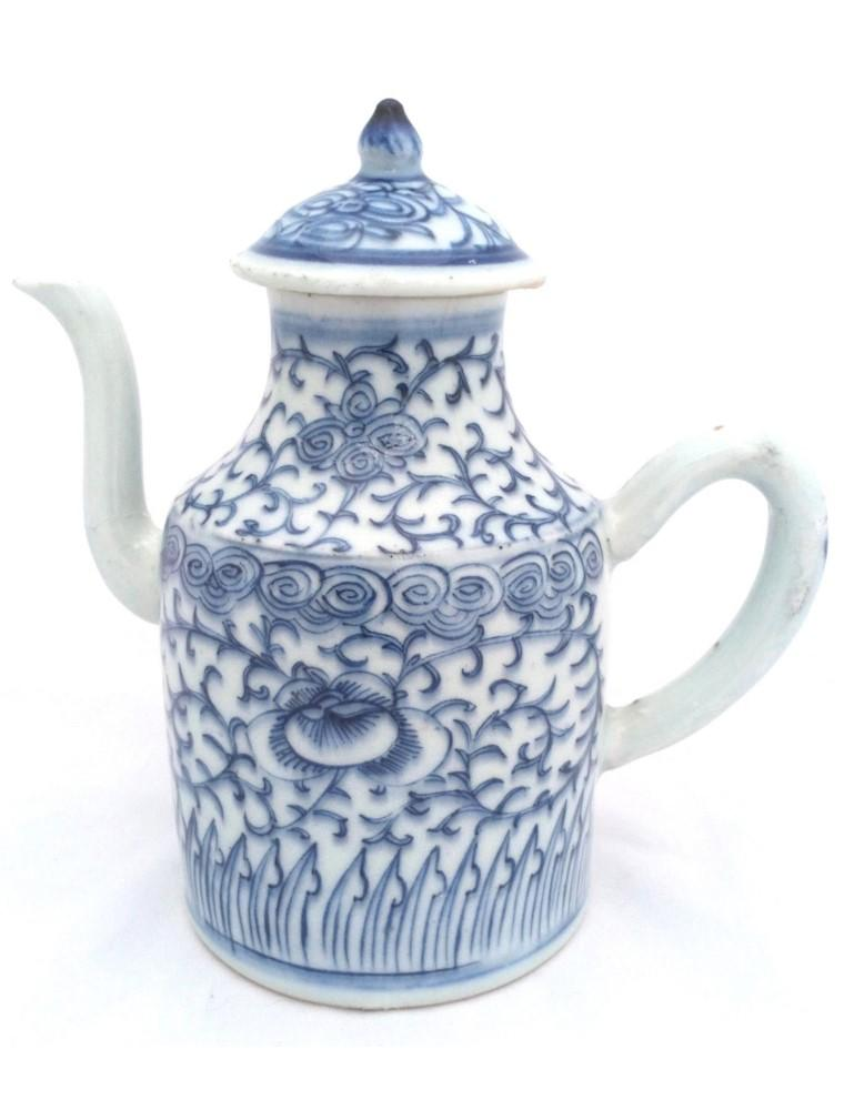Antique Chinese porcelain cylindrical teapot