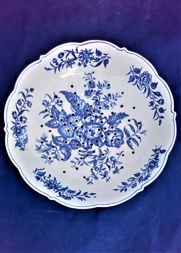 Worcester Porcelain Dr Wall Period Pine Cone Blue and White Cress dish 1770