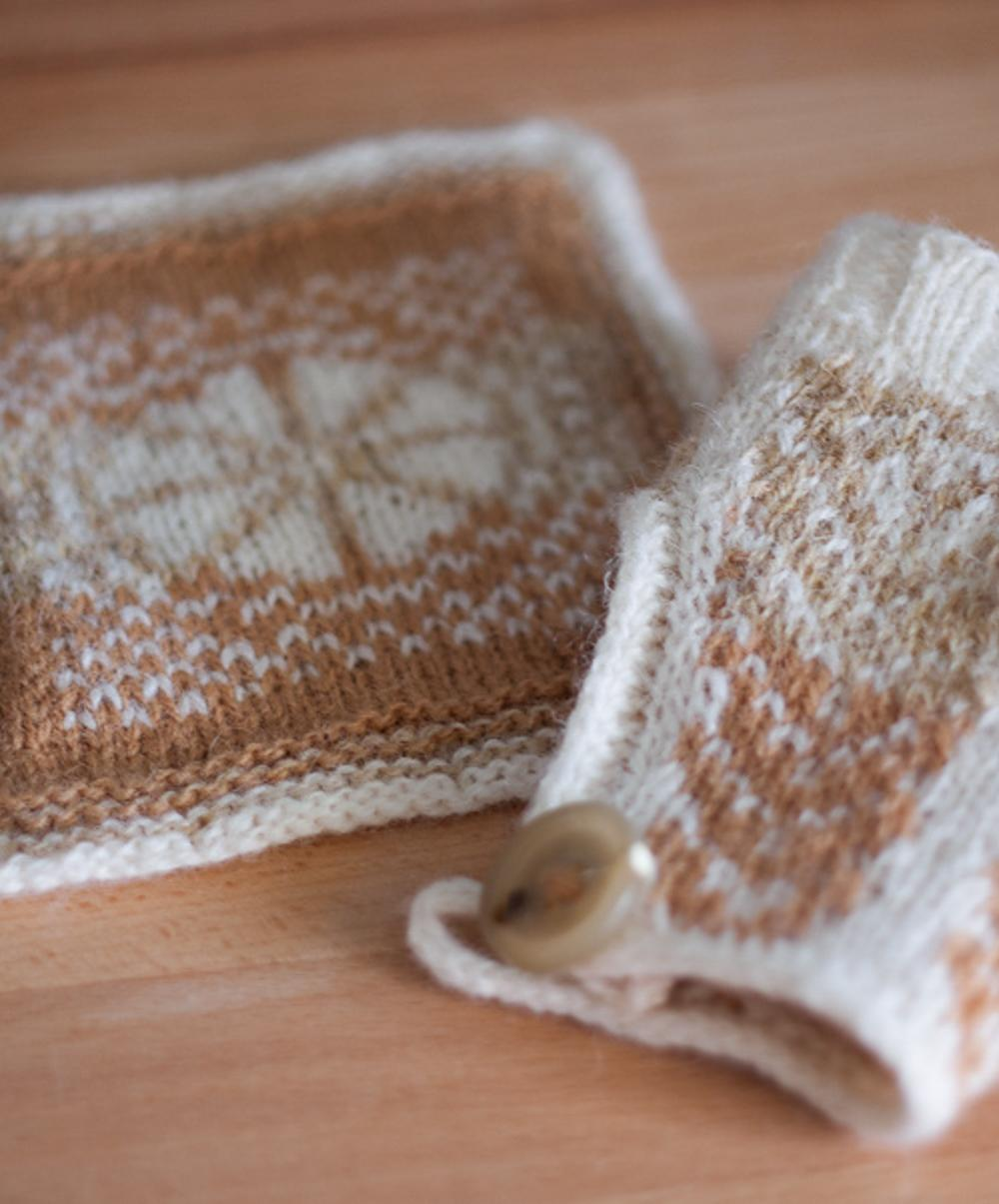 Latte glass cosy (right) and matching knitted coaster (left).