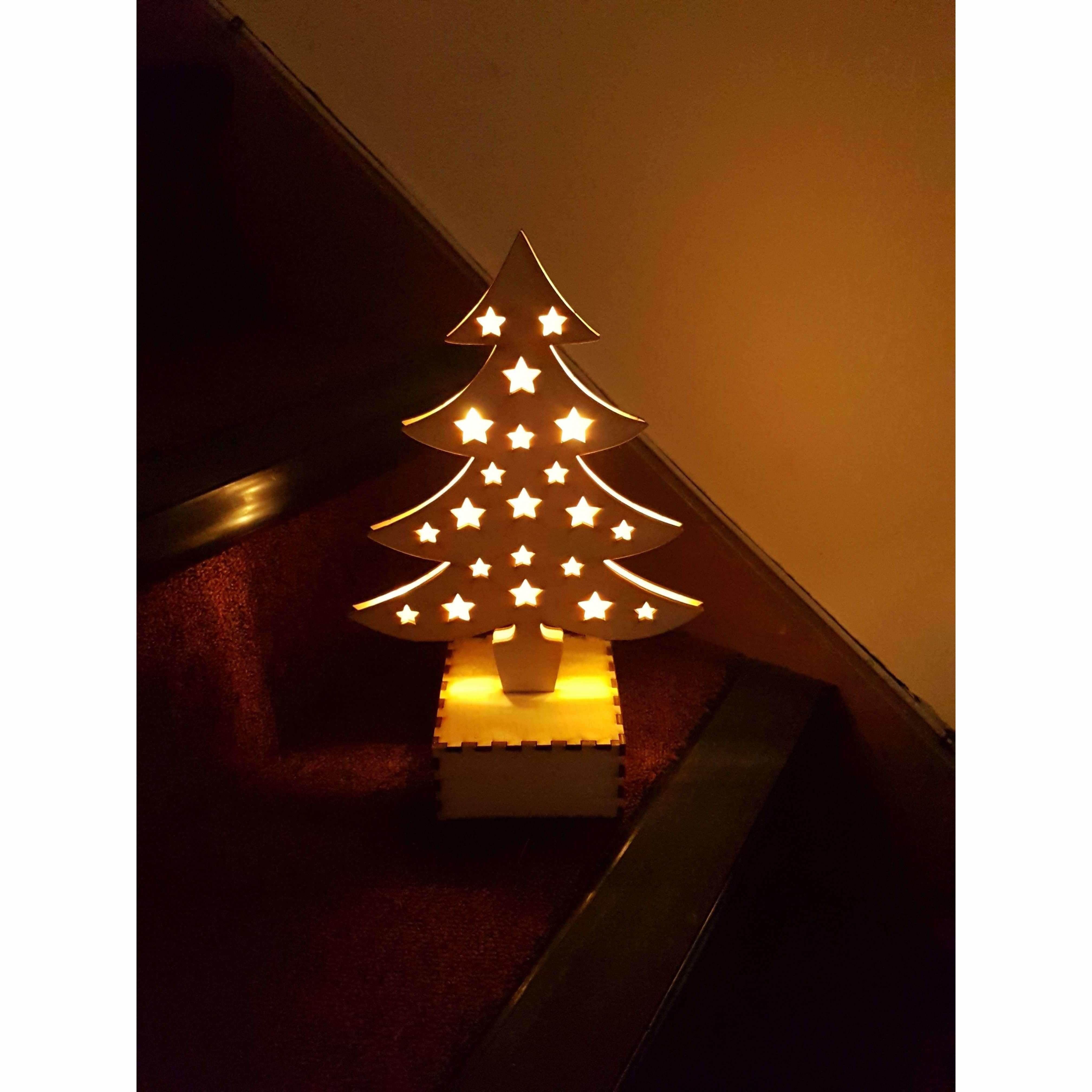 Red Berry Crafts Ltd:Light up Christmas Tree