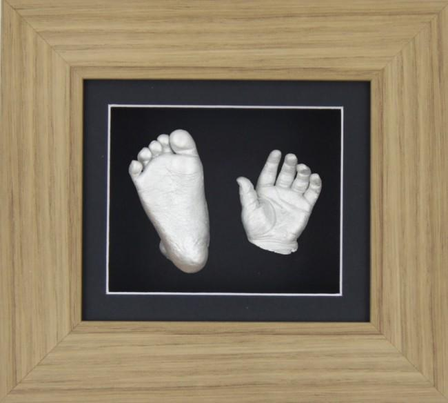 "Baby Casting Kit 6x5"" Oak Effect Frame Black Display Silver paint"