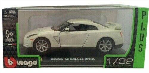 Nissan GT-R 2009 in White 1:32 scale model from Bburago