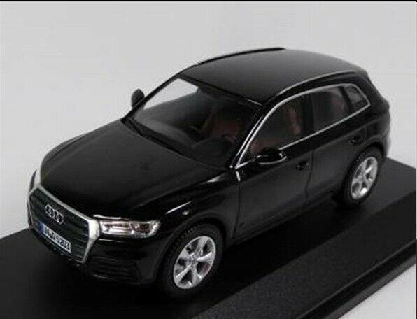 Audi Q5 in mythos black 1:43 scale model Audi Collection, iScale