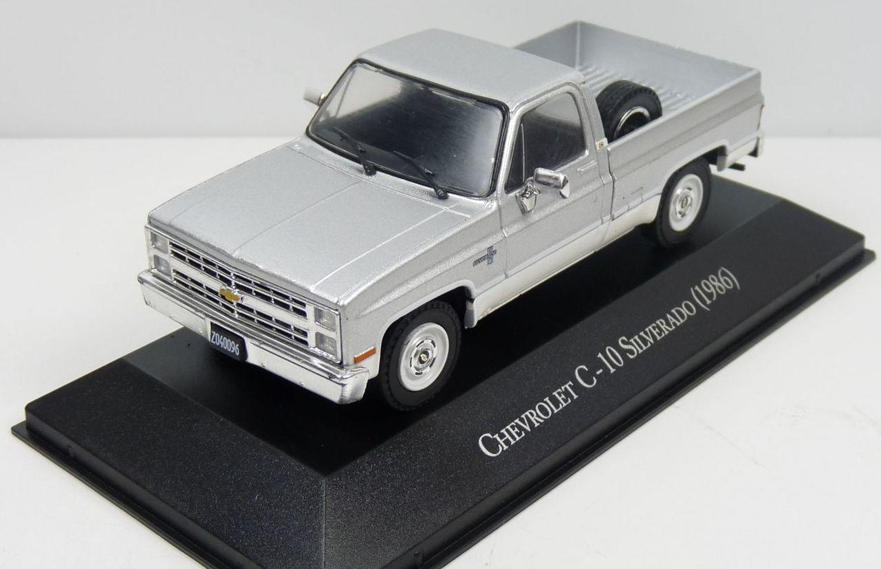 Chevrolet C-10 Silverado  1986 in silver 1:43 scale