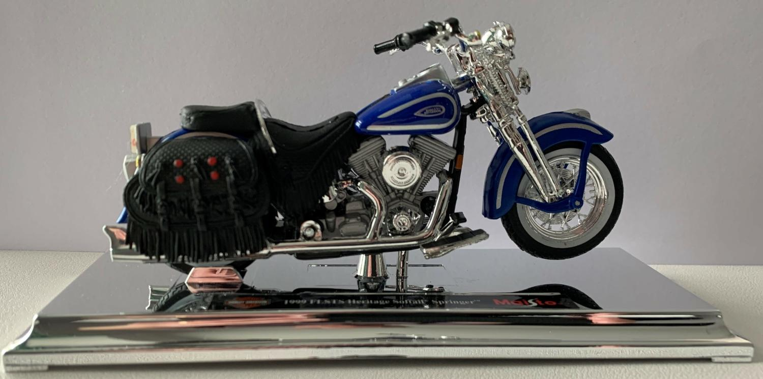 Harley-Davidson-1999-FLSTS-Heritage-Softail-Springer-in-blue-1-18-scale-model-from-Maisto-6272.html