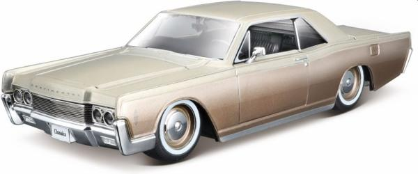 Lincoln Continental in creme/brown 1966, 1:24 scale model from maisto, MAi32531