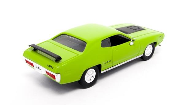 Plymouth GTX 1971 in green 1:43 scale model from Road Signature
